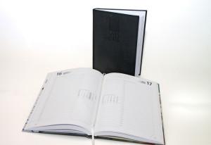 Buchkalender mit Blindprägung